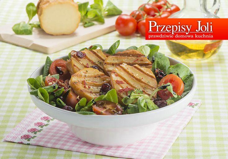 SAŁATKA Z GRILLOWANYM OSCYPKIEM– z powodzeniem może zastąpić lekkie danie obiadowe. Jest bardzo dobra, dlatego często przygotowuję ją podczas spotkań przy grillu. SAŁATKA Z GRILLOWANYM OSCYPKIEM Składniki: 2 wędzone oscypki (po 150 g każdy) 150 g roszponki 8 pomidorków koktajlowych 3 łyżki suszonej żurawiny 2 łyżki przyprawy pomidory suszone z czosnkiem 3 łyżki oliwy z …