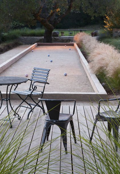 Would love this bocce/boule court in my backyard, what funs could be had here with family and friends