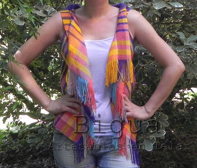 #Chalecos tejidos a #Telar. En el #verano no puede faltar el #color.