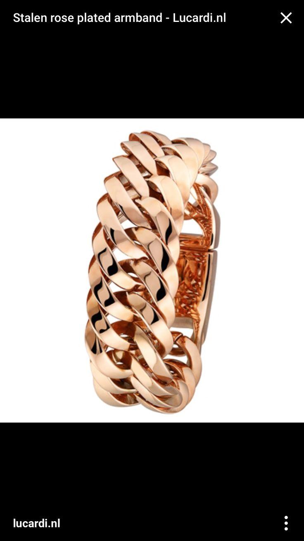 """De schakel is terug van weggeweest. Doet een armband of ketting je nog iets teveel aan een hondenhalsband denken, start dan met een ring. Kies een warme kleur zoals bijv. rosegoud om het geheel wat te """"verzachten""""."""
