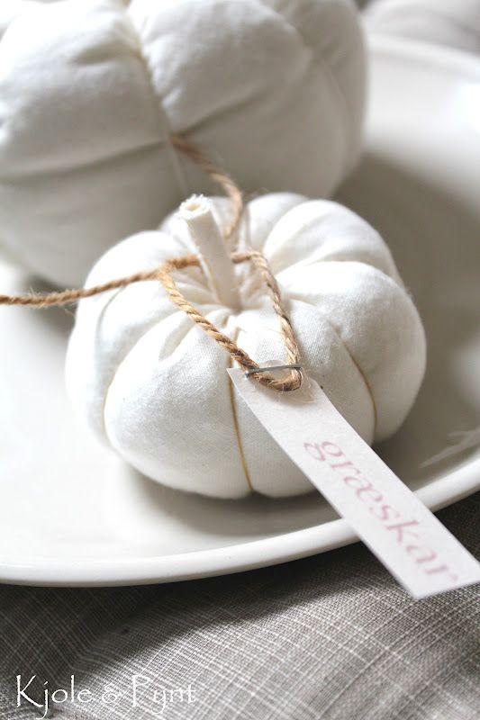 seidenfeins Dekoblog: DIY * Kürbis aus Nesselstoff No1. * nettle fabric pumpkins