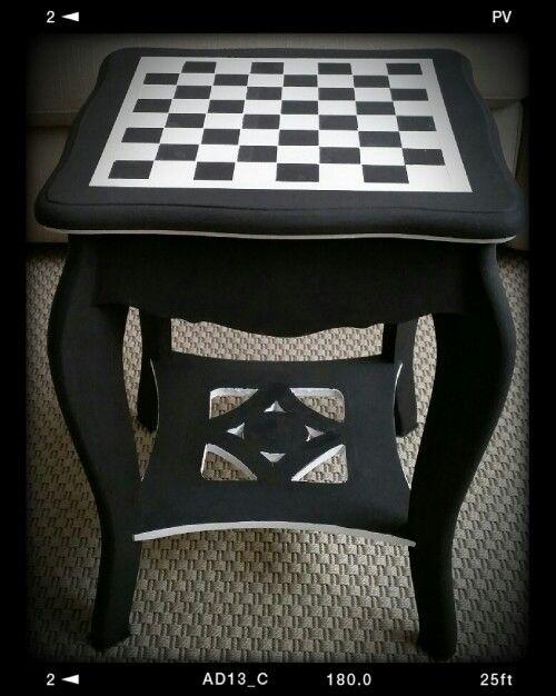 Chess table DIY Annie Sloan Chalk paint