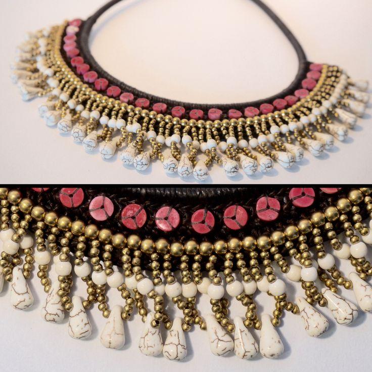 Collier en coton ciré,pierres blanches et roses et perles dorées <3 http://surlenuagedemeije.com/