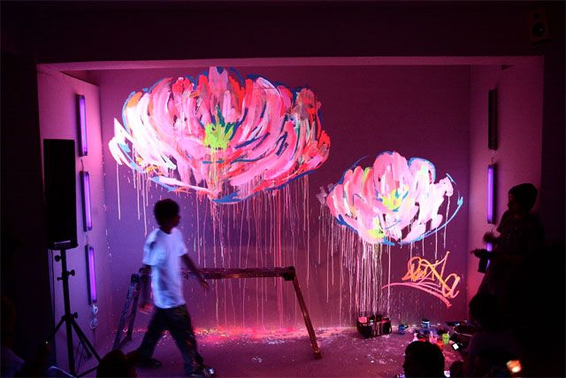 stunning uv art :): Wall Art, Paintings A Rooms, Lights Art, Street Art, Neon Blacklight, Art Installations, Flowers Art, Art Attack, Blacklight Rooms