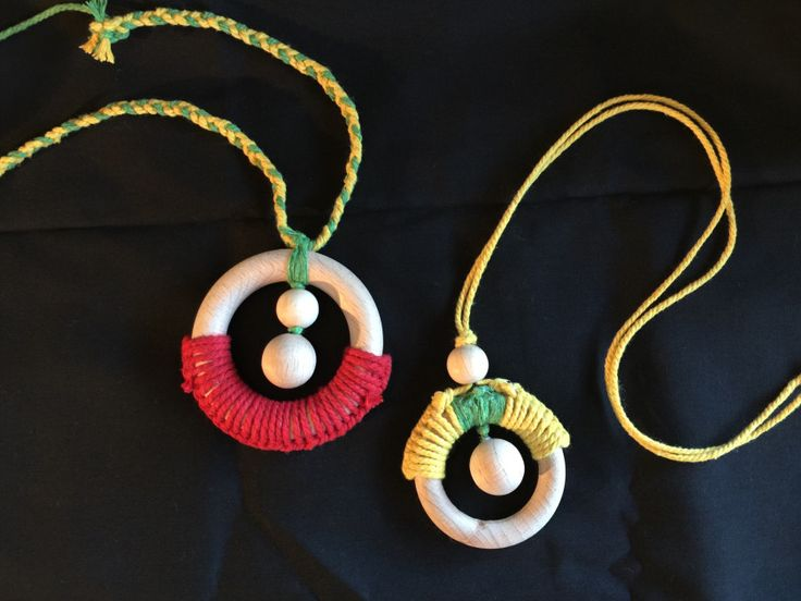 Playing with toy parts to create new organic jewellery, that's my great way to get through jet lag:-). 小昕闹时差症的时候做的有机首饰,有趣吧? | Lucy's Living Art
