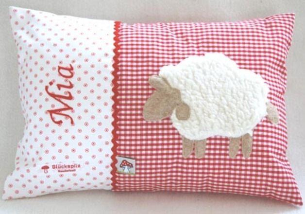 Namenskissen - Namenskissen 25x35 mit Schaf auf rot - ein Designerstück von Bettina-Teckentrup bei DaWanda