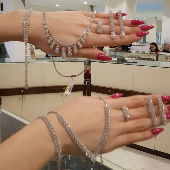 Instagram Post By Moskva Univermagi 2 Ci Mertebe Nov 1 2019 At 5 35pm Utc Diamond Bracelet Jewelry Diamond