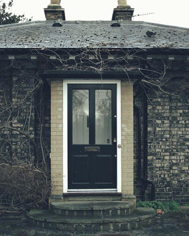 ليت الذي بيني وبينك باب يطرق ㅤ ㅤ ㅤ By Zuha 1995 ㅤ Chosen By Rawasi ㅤ التقييم مـن 5 ㅤㅤㅤㅤ تـاقـزات لنشر صوركم الجميلة مع كلم Decor Fireplace Home Decor