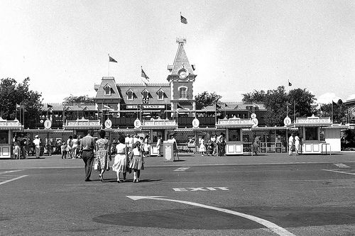 Disneyland entrance circa 1960 The beloved entrance gates to Disneyland have stayed almost exactly the same since the park's opening. Description from pinterest.com. I searched for this on bing.com/images