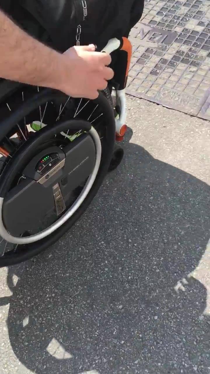 Ruedas con asistencia eléctricas para quien tenga más dificultad al propulsar las ruedas.