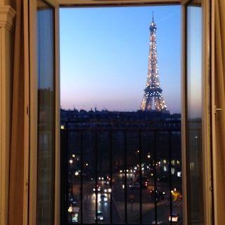 Instagram【air_travel_soranotabi】さんの写真をピンしています。 《#エッフェル塔 #パリ #ホテル #コンテス #夜景 #toureiffel #paris #hotel #hotellacomtesse #eleganciahotels》