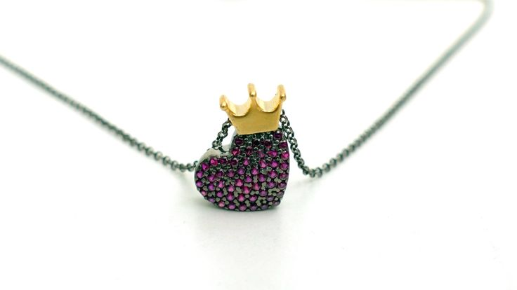 Necklace with heart from pink zircon stones and a gold plated crown in black silver chain -Price:34€