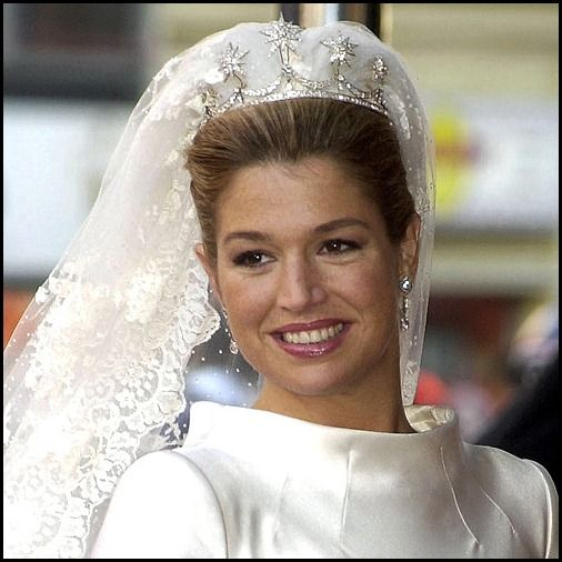 Maxima's tiara combined the base of the Dutch Pearl Button Tiara with some of Queen Emma's diamond stars as attachments. 19th c. diamond star brooches were added to the tiara base for the 2002 wedding of Prince Willem-Alexander to Máxima Zorreguieta Cerruti.