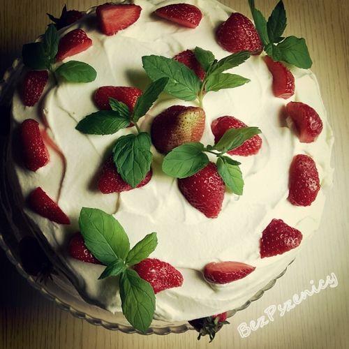 Bez Pszenicy: Tort z truskawkami i białą czekoladą (biszkopt gry...