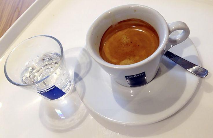 Com grãos 100% arábica, o Café Lavazza conta com sabor forte e marcante, uma DELÍCIA de Café!