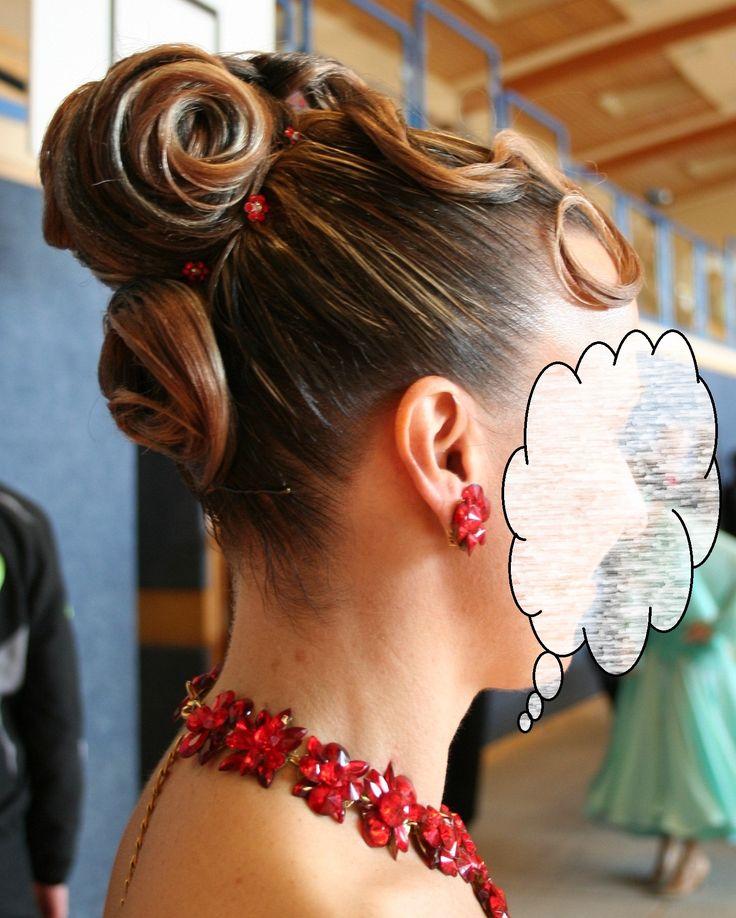diese Tänzerin trägt den Haarteil  MADONNA von Ines Lang Design