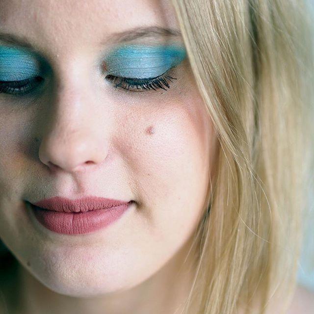 More make up ideas for summer on the blog! Have you ever tried deep blue eyeshadow? 🎨 #linkinbio⠀  ⠀  #moreontheblog #blog #blogi #blogger #bloggers #beautyblog #blue #blueeyeshadow #hippiemakeup #hippiechic #eyeshadow #tutorial #festivalmakeup #festarimeikit #sininenluomiväri #meikit #makeup #beautycare