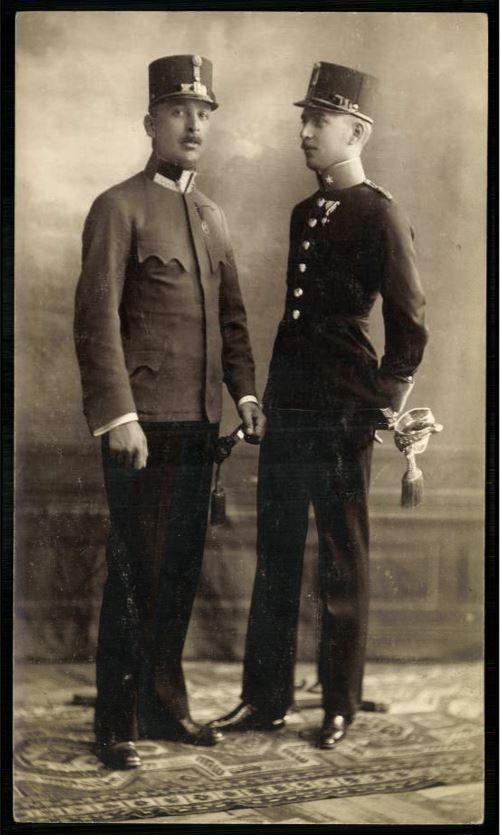 Katonák a századelőn - Forrás: postcards.hungaricana.hu
