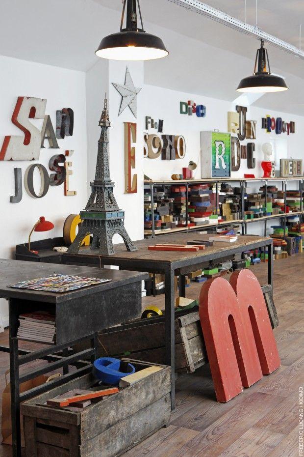les 16 meilleures images propos de enseignes lumineuses sur pinterest vintage signes et paris. Black Bedroom Furniture Sets. Home Design Ideas