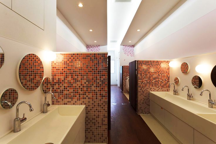 旧来のトイレを明るく清潔なイメージに刷新 – 幼児の城 | 日比野設計