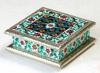 Minakari Dryfruit box