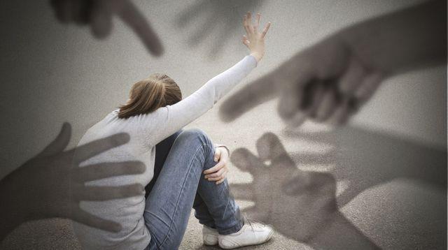 Parents toxiques: comment échapper à leur emprise?