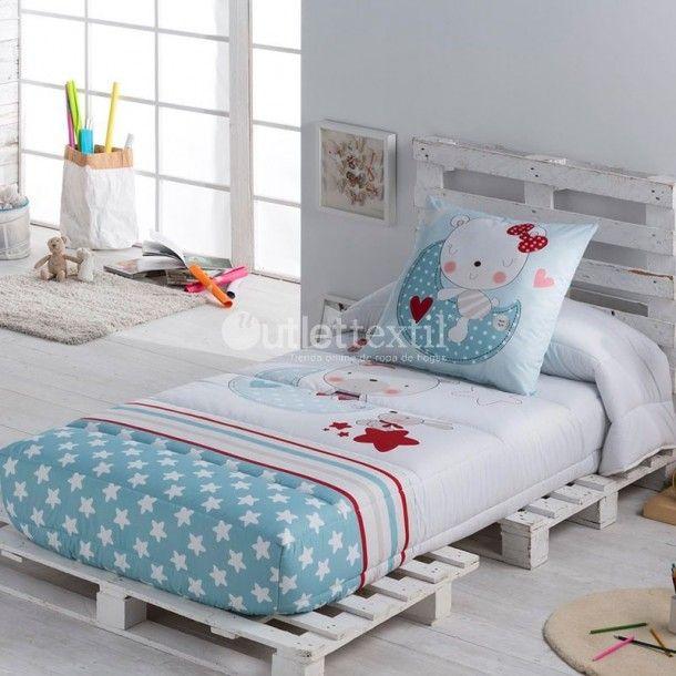 Edredón Ajustable MOON de la firma Tejido JVR. Una dulce gatita yace sentada sobre la luna mientras disfruta de la compañía de estrellas. Ideas originales para renovar la ropa de cama de los pequeños de la casa.