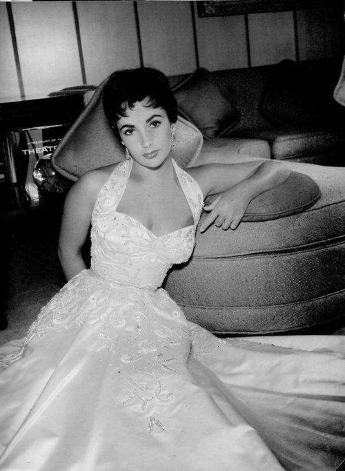 classic beauty.: Happy Birthday, Actresses Elizabeth, Shorts Hair, Elizabeth Taylors, Beautiful Liz, Beautiful Elizabeth, Style Icons, Liz Taylors, Elizabeth Colors
