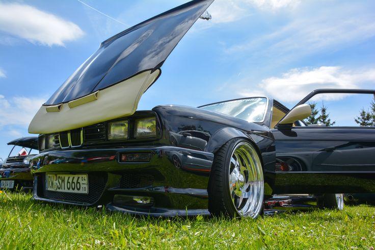 Steini's BMW E30 – Ein Kultklassiker der besonderen Art  http://www.autotuning.de/steinis-bmw-e30-ein-kultklassiker-der-besonderen-art/ BMW E30, BMW Tuning News, Chromfelgen, CrazyE30, E30