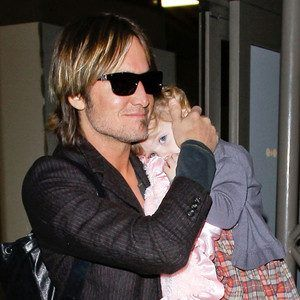 Keith Urban and his daughter...Omg too freaking cute <3