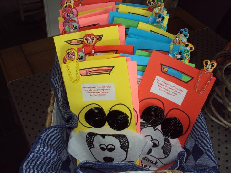 Mickey Mouse traktatie met boekenleggertje erbij