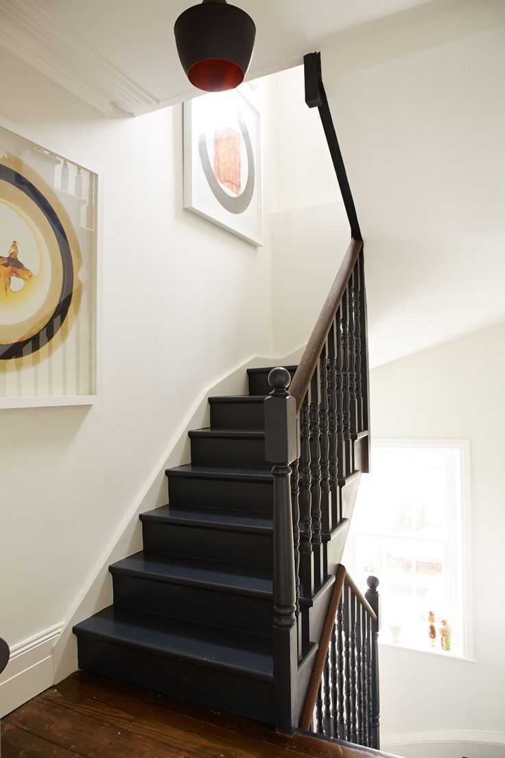Main stairs to bedrooms paint railings by farrow ball for Main bedroom paint ideas