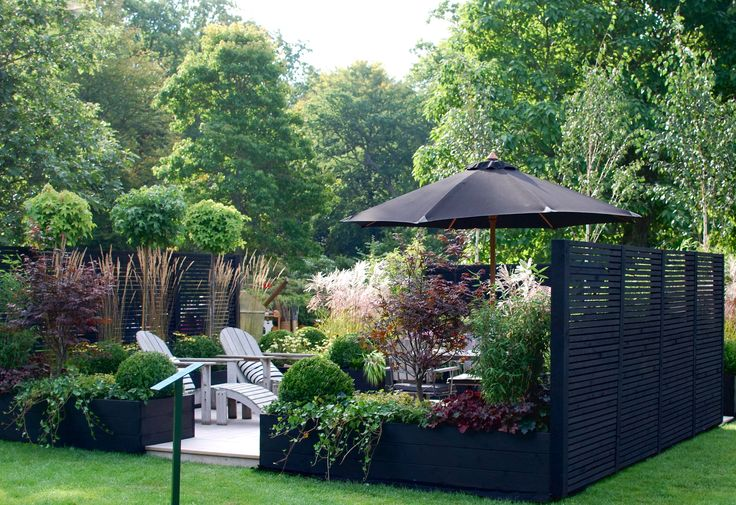 Black privacy screens make this yard feel cozy.