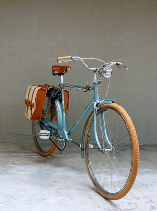 Not sure what this is specifically, but I find myself liking these old 1950's style bicycles.