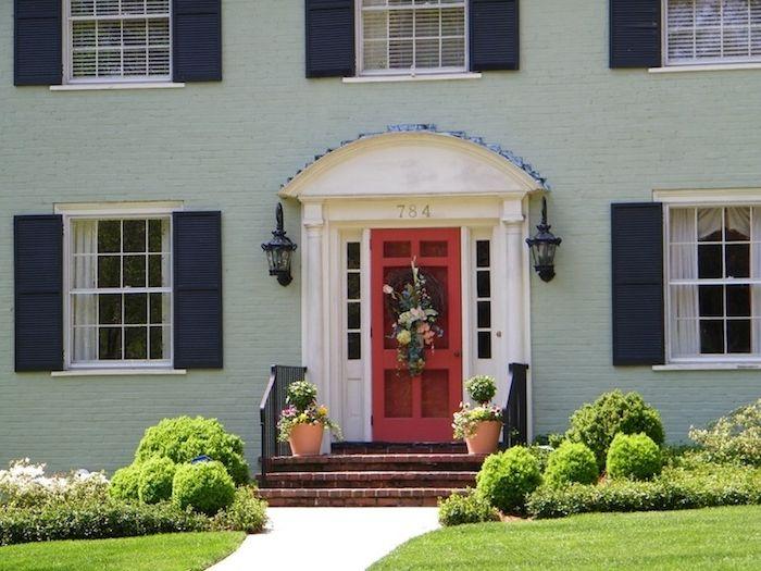 mintgrn fassade von einem haus auengestaltung in grner farbe haus mit garten vasen grass tor tr - Fantastisch Farbe Einfamilienhaus Trkis