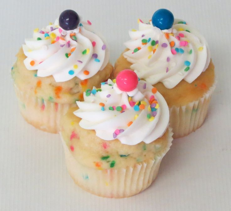 It's our 100th cupcake flavor! The Bubble Gum Swanson is a cake infused with Bubble Gum flavoring and baked with pastel sprinkles. Topped with a Bubble Gum flavored Buttercream frosting, pastel sprinkles and a piece of Bubble Gum. We suggest that you not walk and try to eat this cupcake at the same time! #cupcakes #bubblegum #cupcakedesign #100thflavor