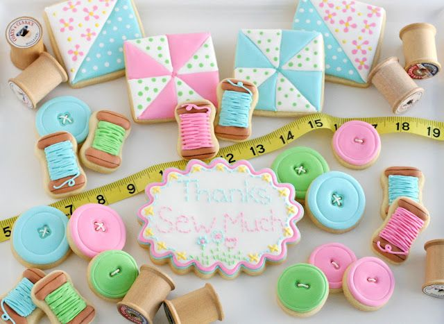 Sewing and Quilt CookiesCookies Ideas, Sewing Quilt, Sewing Parties, Sugar Cookies, Buttons Cookies, Sweets Treats, Glorious Treats, Cookies Cutters, Quilt Cookies