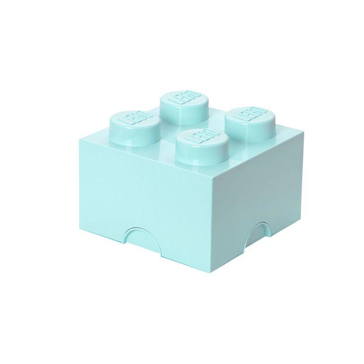 Inreda med LEGO eller samla allt ditt lego i dessa praktiska förvaringsboxar? Javisst! Med förvaringsboxar och papperskorgar i alla de klassiska legofärgerna. Perfekt för barnkammaren men egentligen snyggt, och praktiskt, i vilket rum som helst. Alla klossar och huvuden är kompatibla och kan byggas ihop, tillverkade av plast. Mått: 25 x 25 x 18 cm