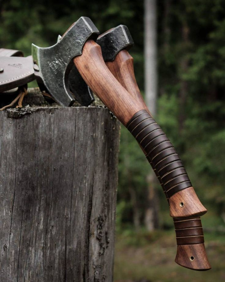Two custom made Little Elf axes with leather sheath for hanging in the belt. Bubinga hardwood handle and leather inlay in the handle. #axe #handmade #axes #elf #handforged #outdoors #country #countryliving #countryman #forester #wood #woods #woodworking #carpenter #bushcraft #camping #wild #wildlife #wilderness #bushman #bushtools #bushcrafting #camp #campingtrip #sharp #smith #forge #blacksmith #amazing #neemantools
