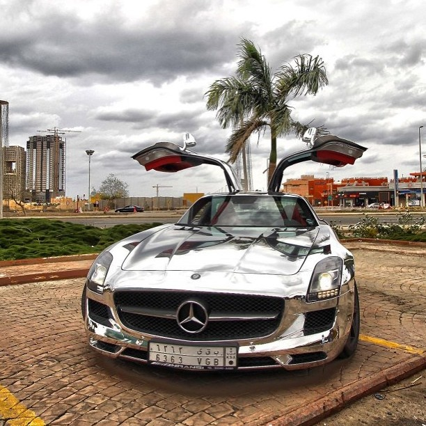Chrome Mercedes SLS . Is it us or is the SLS the only supercar that looks good in Chrome?