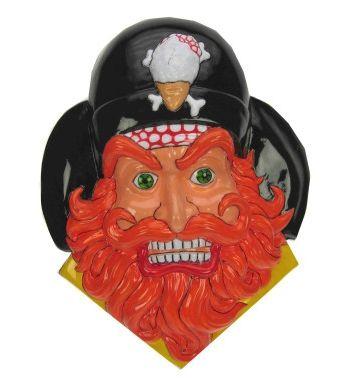 Wanddecoratie piraat met baard 36 x 45 cm. Wanddecoratie met de afbeelding van een piraten hoofd, de piraat heeft een oranje baard. De wanddecoratie is ongeveer 36 x 45 cm.
