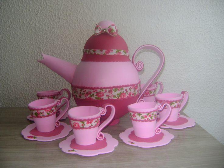 Buile em eva acopanhado de 6 xícaras em eva, tamanho xícara de café, pode ser feito em cores variadas buile com 25cm de altura.Também em tamanho menor com 15 cm de altura para mesa de convidados.