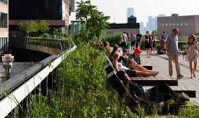 """ESPACIO PÚBLICO: Lugar donde cualquier persona tiene el derecho de circular, en oposición a los espacios privados, donde el paso puede ser restringido, generalmente por criterios de propiedad privada, reserva gubernamental u otros. Por tanto, espacio público es aquel espacio de propiedad pública, """"dominio"""" y uso público."""