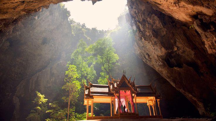 Upea Kuninkaallinen paviljonki Sam Roi Yot -kansallispuiston Tham Phraya Nakhon -luolassa. #Samroiyot #Thamphrayanakhon #Pranburi #Thaimaa #Thailand