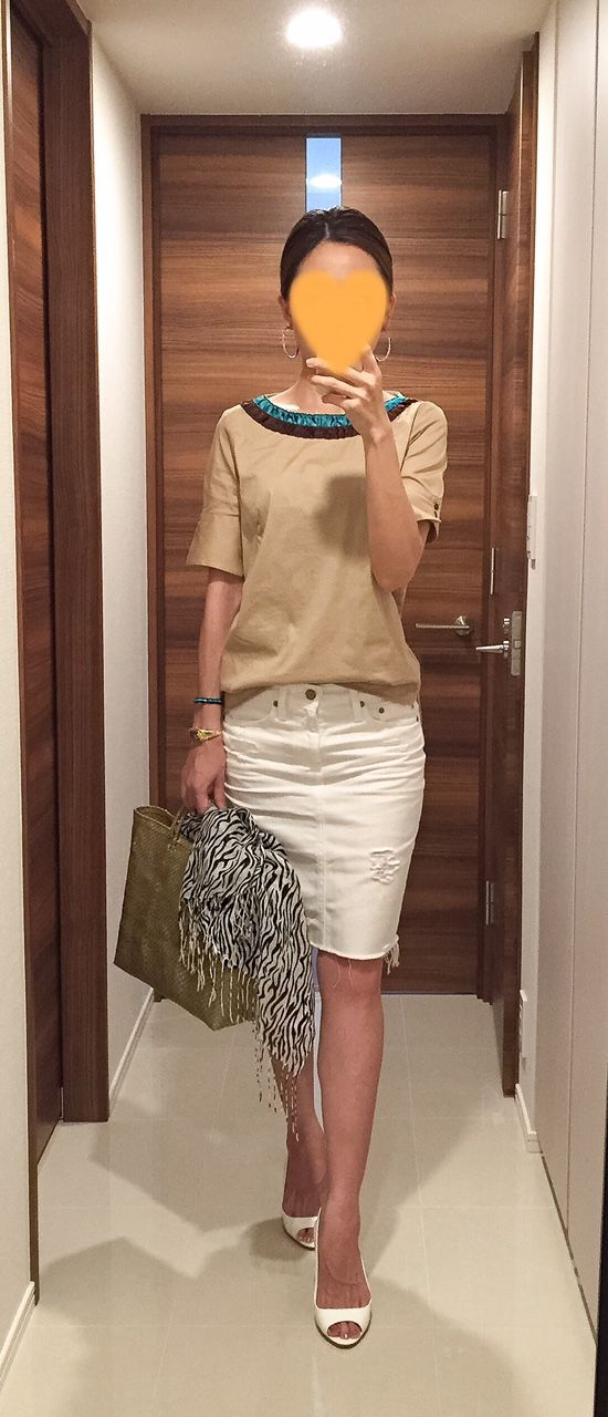 Beige top: ZARA, White denim skirt: AG, Zebra scarf: No Brand, Gold bag: la kagu, White sandals: MIU MIU