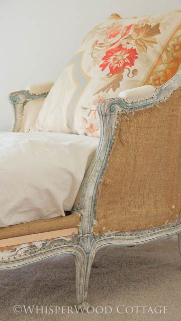 exquisite chaise longue in hessian.