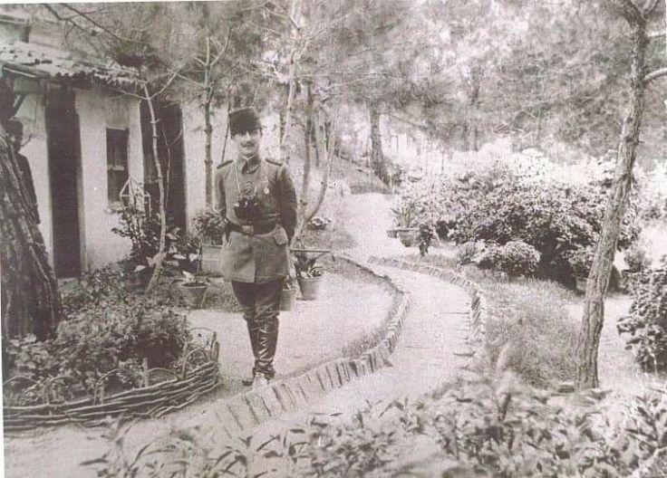 Cevat Paşa'nın Galiçya'da(?) çekilmiş bir fotoğrafı.