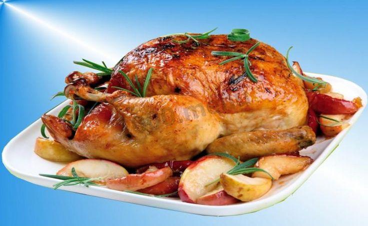 Новогодняя курица с яблоками в духовке целиком
