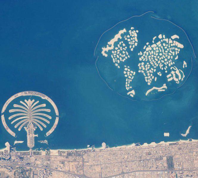 The World o in italiano Il mondo è un arcipelago artificiale situato a