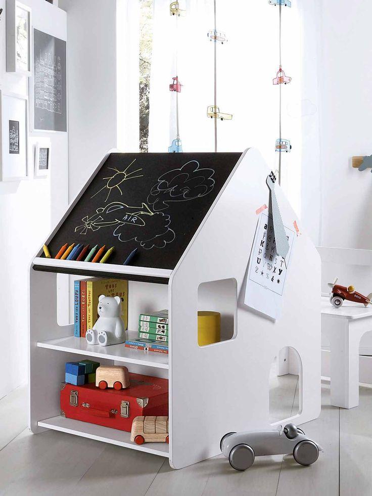 Spécialement conçu pour les tout-petits, un ensemble bureau au look maisonnette très original et avec chaise emboîtable. Collection Automne-Hiver 2016 - www.vertbaudet.fr